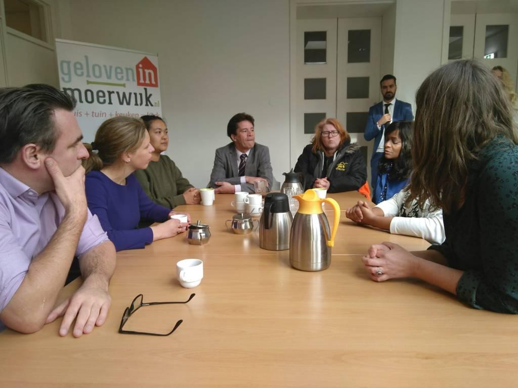 Minister Schouten op bezoek in Moerwijk oa bij Geloven in Moerwijk en de Moerwijk Coöperatie