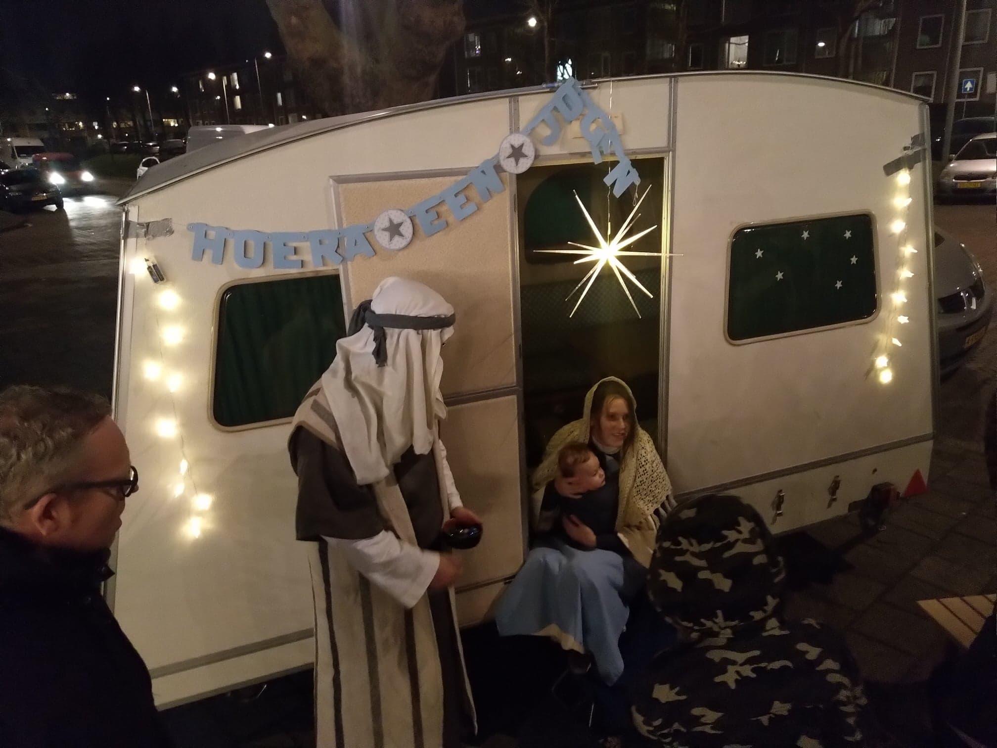 Hoera het is een jongen en we noemen hem Jezus Kerstwandeltheater Moerwijk